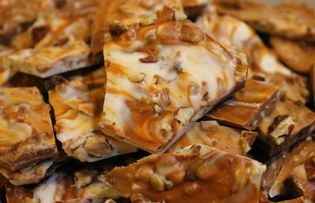 Quick and Easy Cinnamon Bark Candy Recipe. Delicious blend of cinnamon, white chocolate, and nuts. Only takes 3 ingredients required and 15 minutes to make.