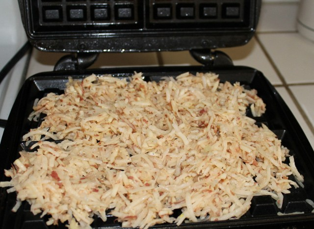 Use a wafflemaker to cook hashbrowns