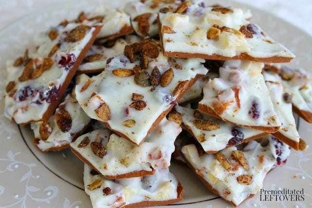 This delicious Autumn Bark Candy recipe has all the flavors of fall: dried fruit, cranberries, nuts and pumpkin seeds in a white chocolate & cinnamon base.