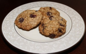 Gluten-Free Oatmeal Cookies with Chocolate Chips and Cranberries (400x255)