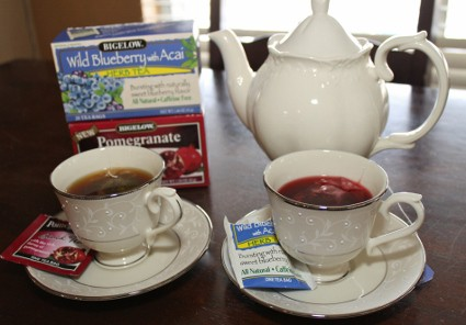 Sampling Bigelow Teas Pomegranate Tea and Wild Blueberry with Acai (425x296)