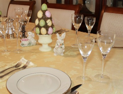 Decorating the table for Easter (425x327)