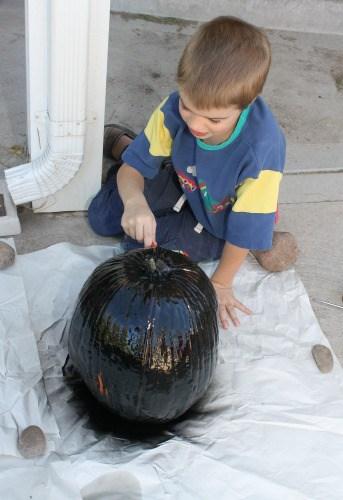 paint pumpkin with chalk paint