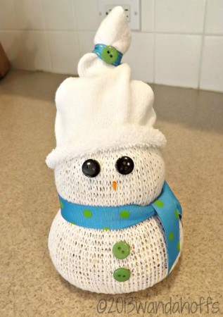 Snowman craft for Christmas - makes a fun project to do with your kids