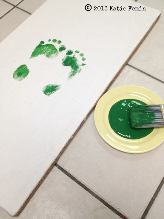 How to make a Christmas tree with footprints - fun Christmas craft for kids