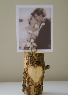 Upcycling: Branch Photo Holder from Carolyn's Homework  + more Valentine's Decorations to Last All Year