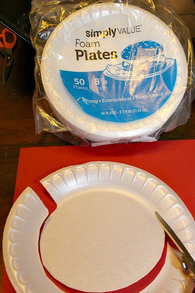 cut out the bottom of a plate to create a template #ChooseSmart