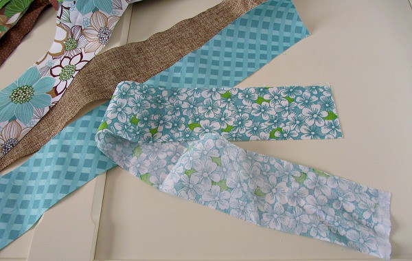 Alternate several different fabrics to make the scrap fabric valance