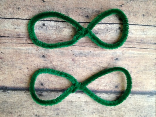 DIY Chenille Shamrocks Step 1b
