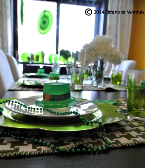 St. Patrick's Day table decor, place settings, and centerpiece