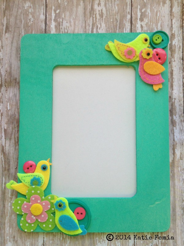 Simple spring diy picture frame for Easy photo frame craft