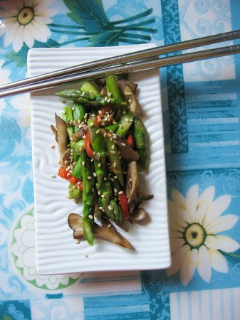 Asparagus with Maitake Mushrooms from Teczcape