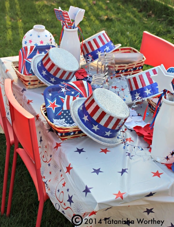 frugal 4th of July and  Memorial Day table decor idea