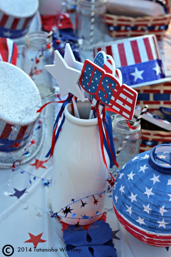 Frugal Patriotic Table Decor Ideas for Memorial Day and 4th of July and other patriotic holidays
