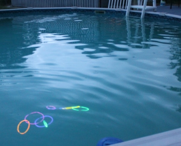 pool ring toss with glow sticks + 5 Night Games Using Glow Sticks