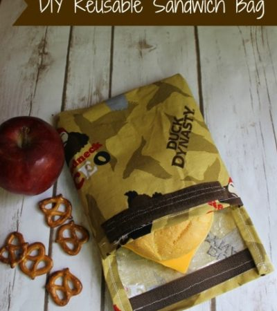 Make your own eco-friendly DIY reusable sandwich bag with this simple tutorial. You can customize it using your favorite fabric. Perfect for school lunches.