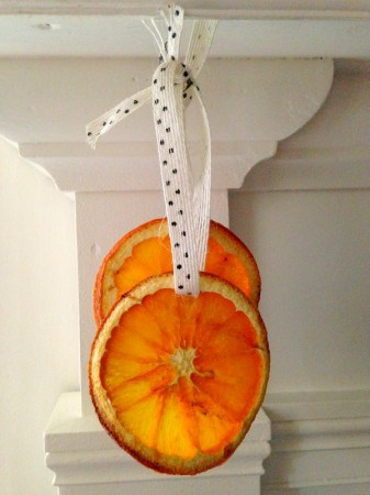 How to Dry Oranges for Crafting and Cooking