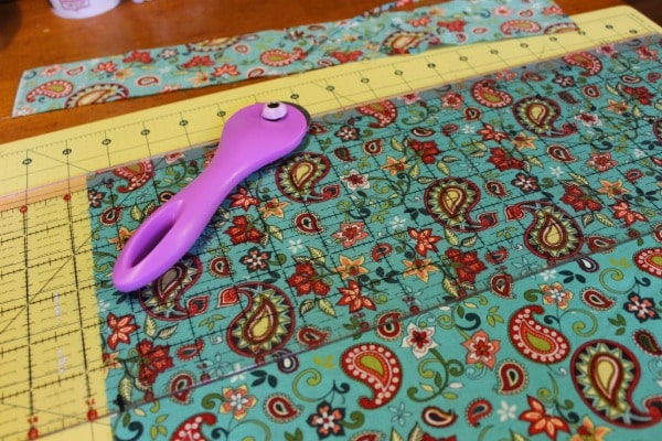 cloth napkin tutorial - cutting fabric