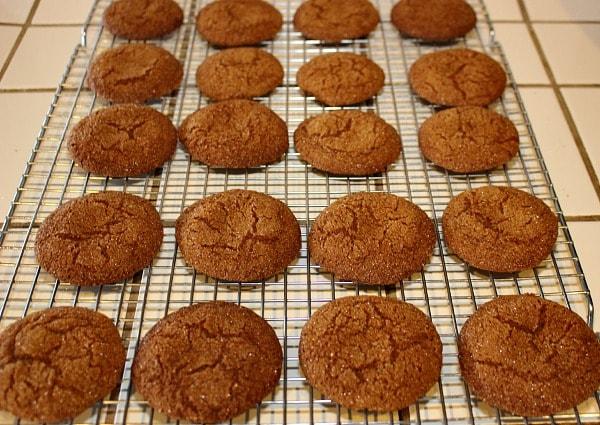 Low-sugar molasses cookies recipe cooling