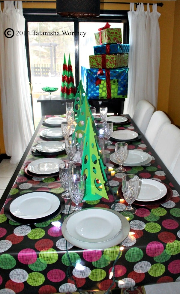 green and white table christmas decor