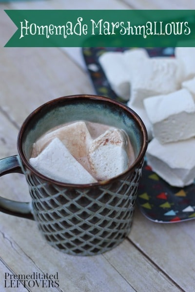 How to make homemade marshmallows: This homemade marshmallows recipe makes fluffy, delicious marshmallows. Add them in hot cocoa, fondues, or treat trays.