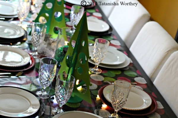 red white and green christmas table decor idea