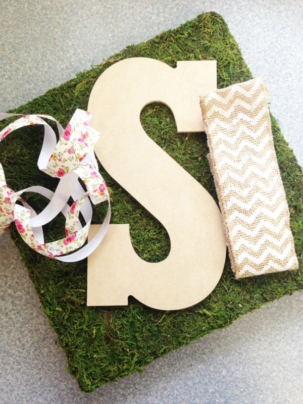 mossy monogrammed door hanger supplies