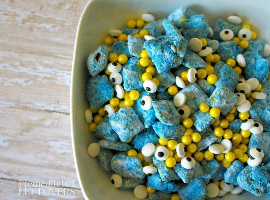 Looking for Minion food ideas for your Minions party? Add these adorable Minion Muddy Buddie Recipe