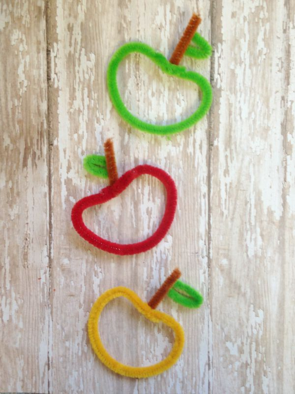 DIY Chenille Apple Craft for Kids final