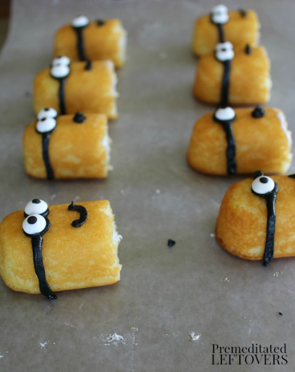 How to make Minion cupcakes using Twinkies to create the minions.