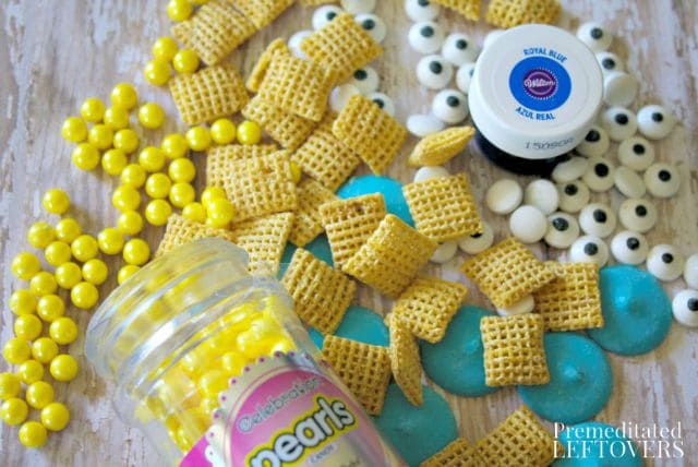 Looking for Minion food ideas? Here's how to make Minion Muddy Buddies,