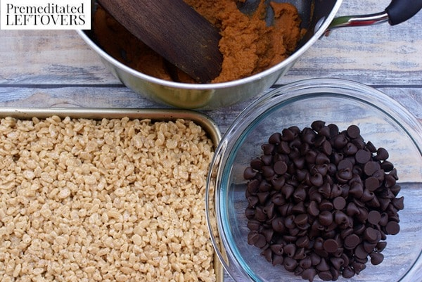 Salted Caramel Rice Krispies with Pumpkin Fudge Topping steps