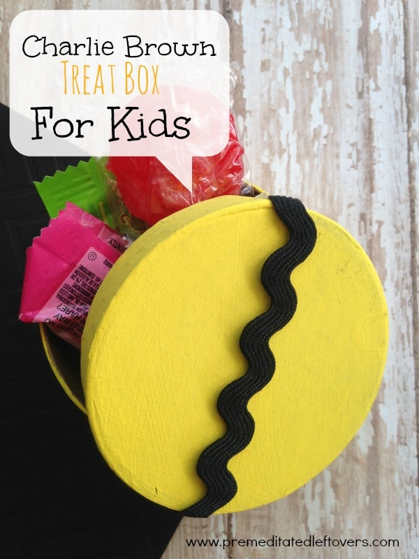 DIY Charlie Brown Treat Box For Kids- Are you excited for the upcoming Peanuts movie? These simple gift boxes are perfect for a Charlie Brown themed party!