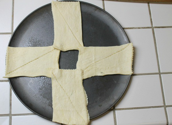 4 dough pieces down in the shape of a cross - how to make a crescent ring