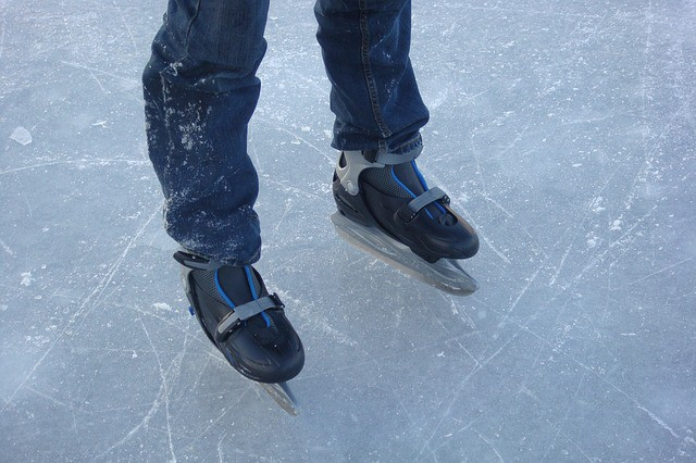 2015/2016 Downtown Reno Ice Rink Skating Schedule & Events- The Downtown Reno Ice Rink will be open soon. Bundle up and check out the opening day events!