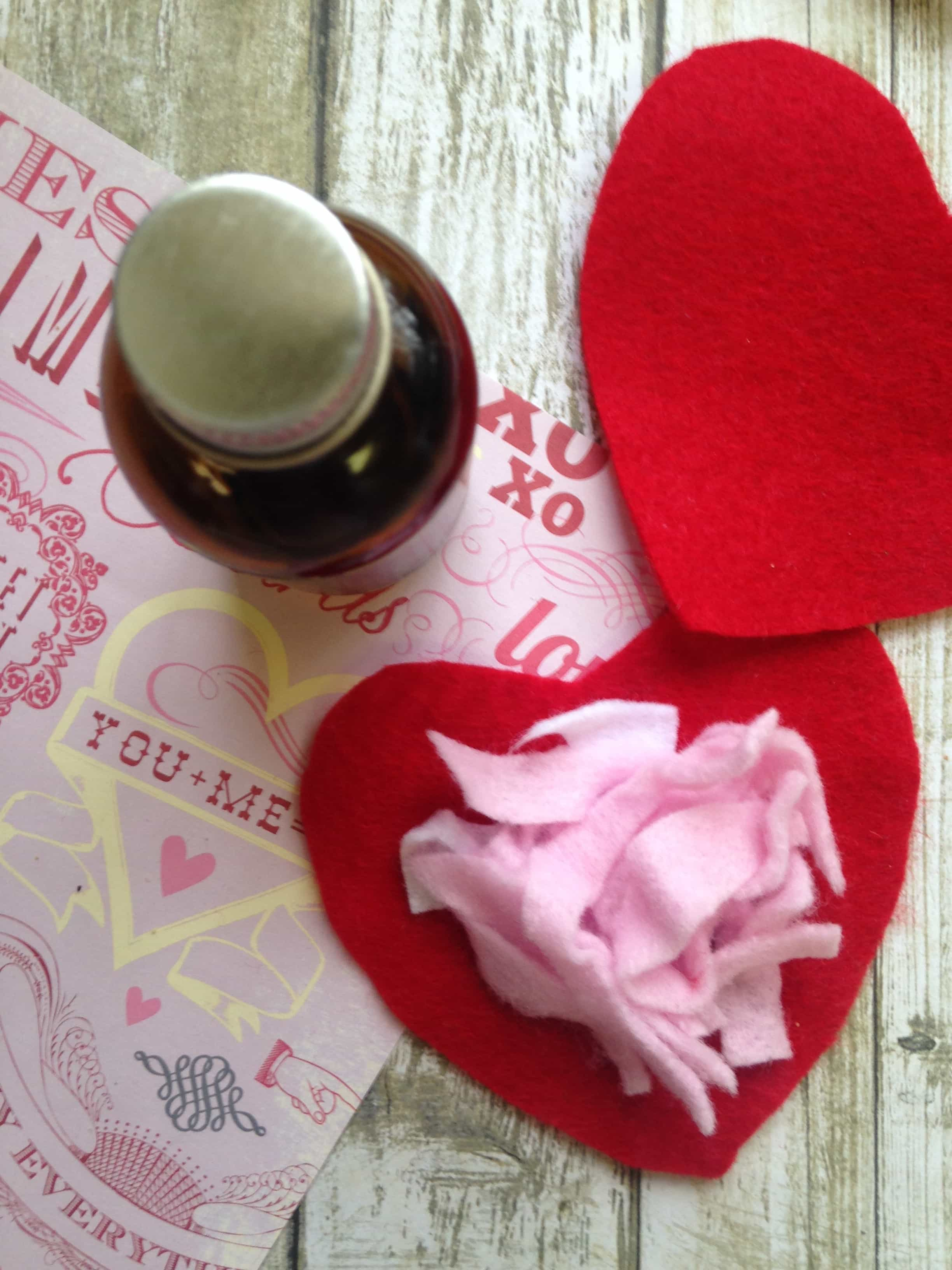 Stuff the heart with felt scented with essential oils