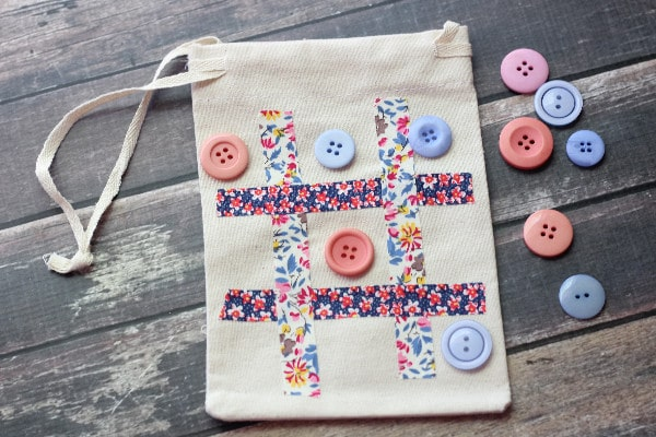 Tic-Tac-Toe Travel Game Bag final
