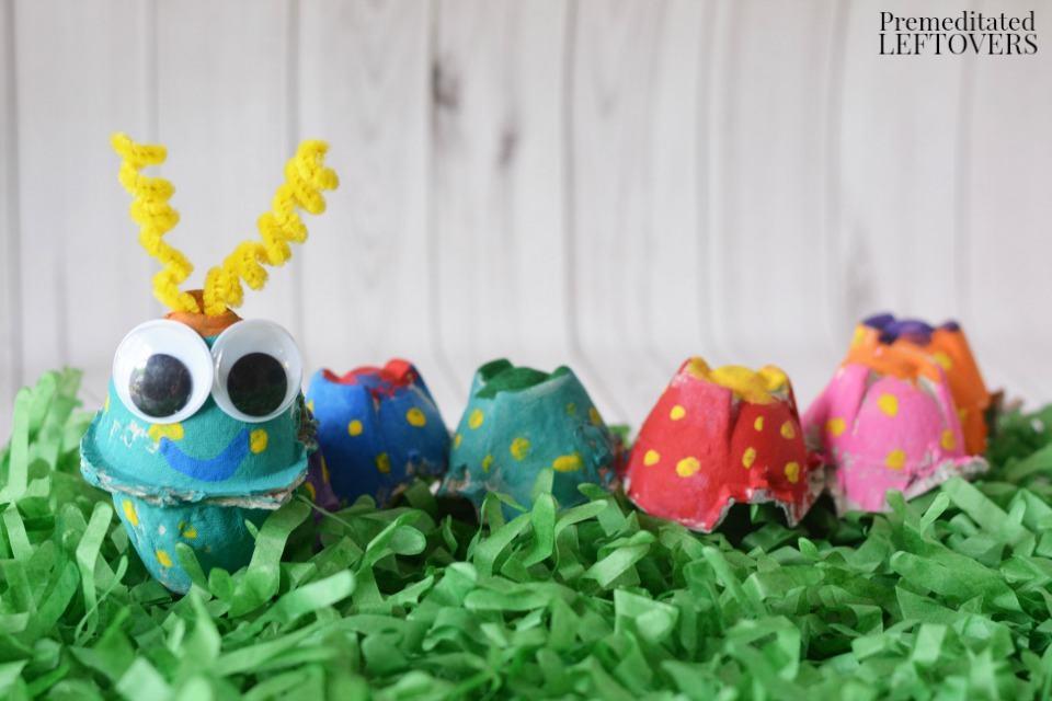 How to Make an Egg Carton Caterpillar- This caterpillar craft is a fun, frugal craft for kids and a great way to reuse an egg carton!