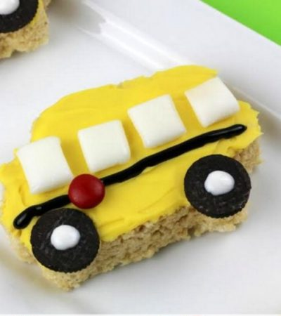 School Bus Rice Krispie Treats- These delightfully easy little school buses are the perfect treat for kids and teachers as they head back to school!