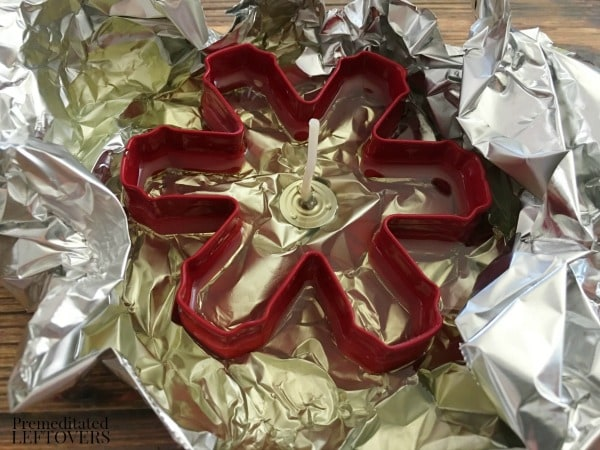 Scented Cookie Cutter Christmas Candles- pour melted wax into cookie cutter