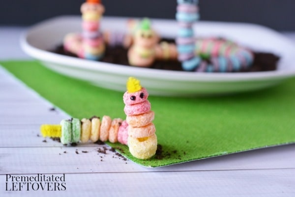 Kids can play with their food and enjoy a fun snack with this Worms in Dirt Edible Craft. It's an easy tutorial that can also be used to teach about worms!