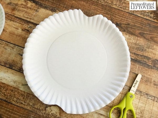 paper plate apple craft for kids- cut plate