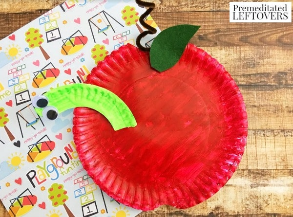 Paper Plate Apple Craft for Kids- This simple apple craft is a great way to introduce the letter A or celebrate the upcoming fall season with your kids.