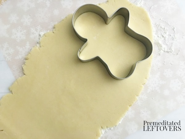 How to make rudolph sugar cookies using a gingerbread man cookie cutter