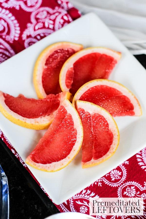 Cranberry and Citrus Mint Cocktail- grapefruit slices