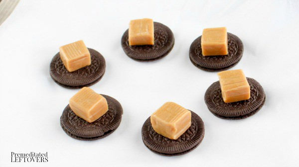 Turtle Candy Chocolate Dipped Oreo Cookies- layer caramels on cookies