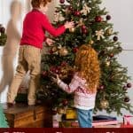 7 Ways to Decorate Your Christmas Tree for Free
