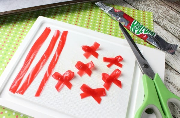 Make bows with fruit roll-ups