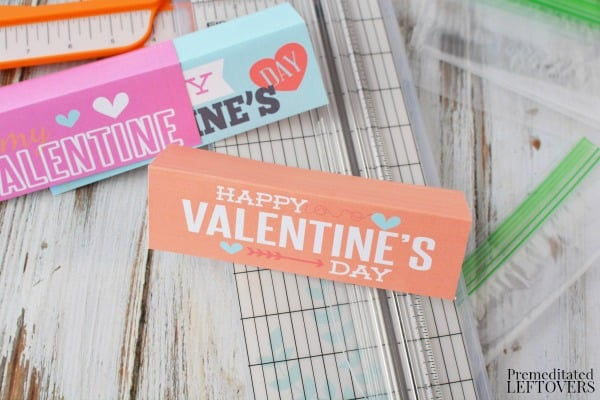 These printable valentine baggy toppers turn an ordinary plastic baggy into an adorable Valentine! Just print them out and attach them to a baggy of Valentine treats.