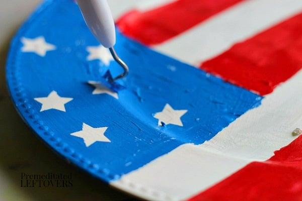Pull up the star stickers and peel the painters tape to reveal the patriotic flag design on the charger.